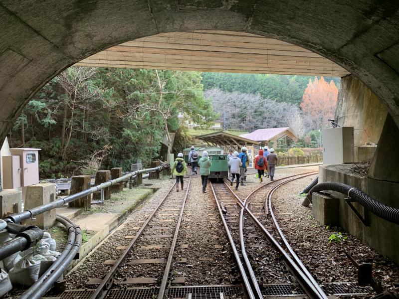 トンネル出口に到着