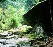 蓮華岩(八鬼山)